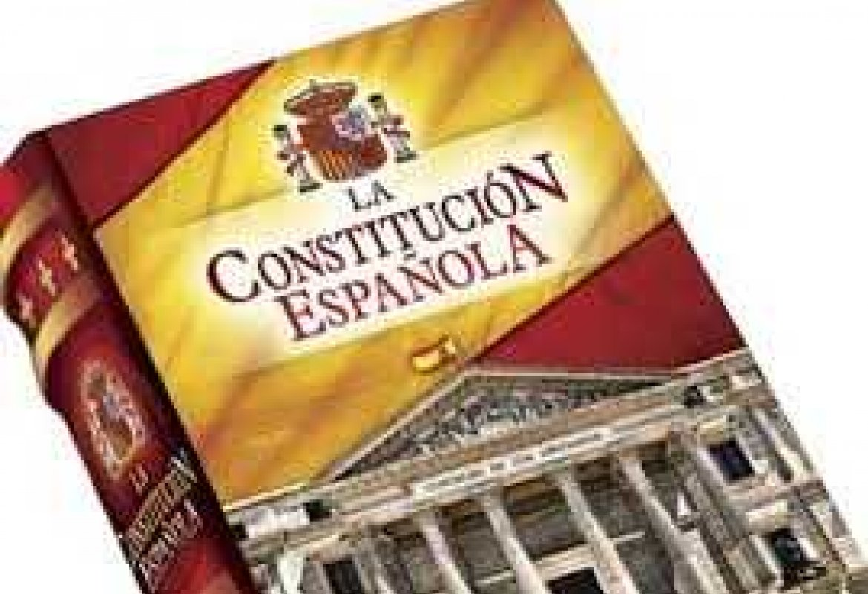 Celebrando el Aniversario de La Constitución